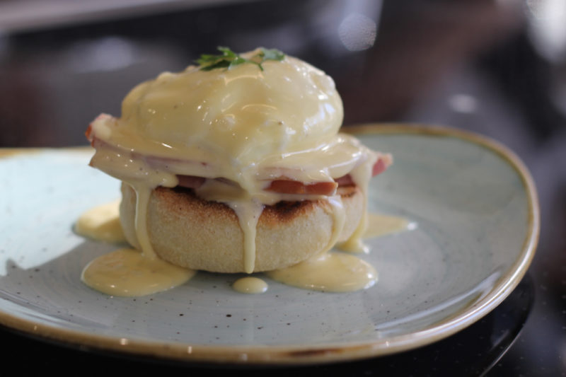 Eggs Benedict with English Muffins